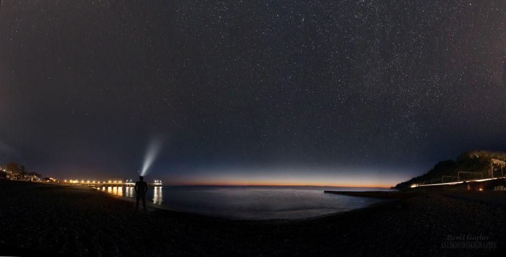 На вечерней заре у кромки Чёрного моря