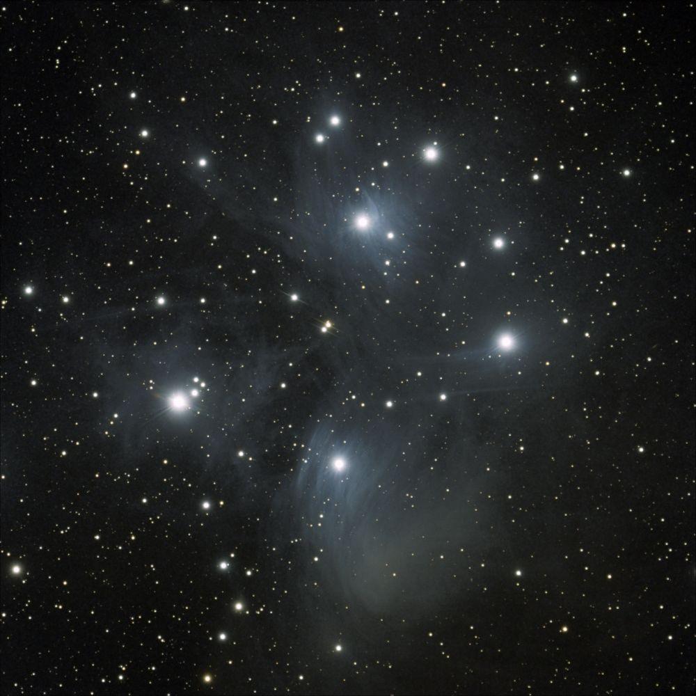 М45 - рассеянное звёздное скопление Плеяды