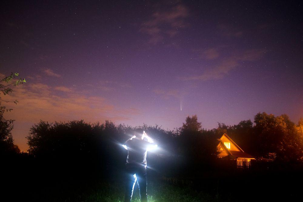 Наблюдая комету
