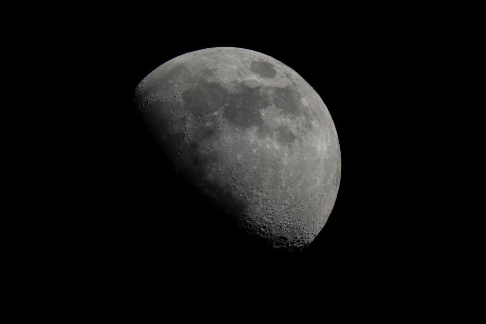 Луна после первой четверти
