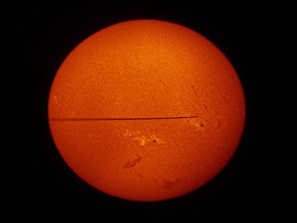 Hydrogen Sun and trace of the plane