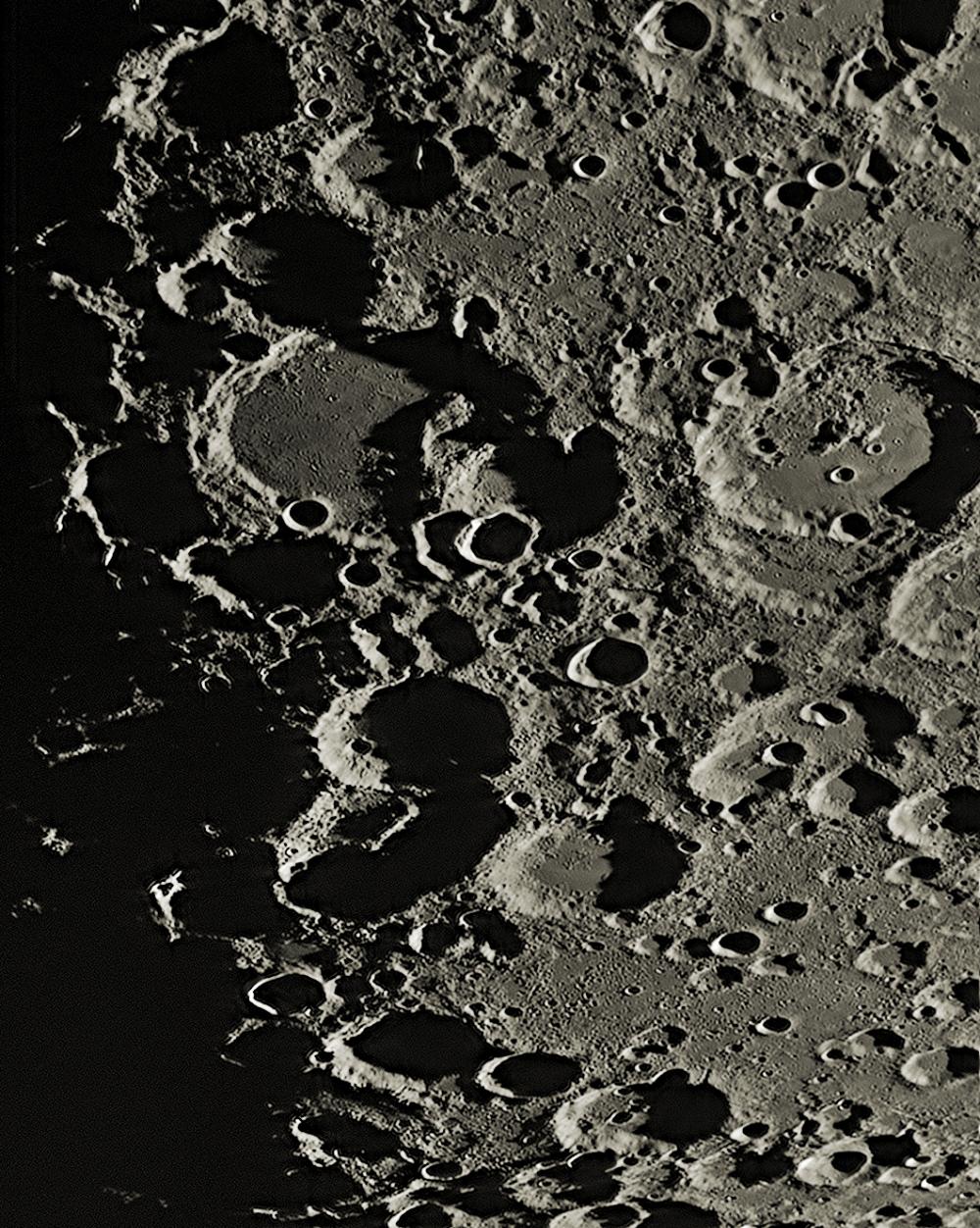 Район кратера Гераклит  (Region of Heraclitus)