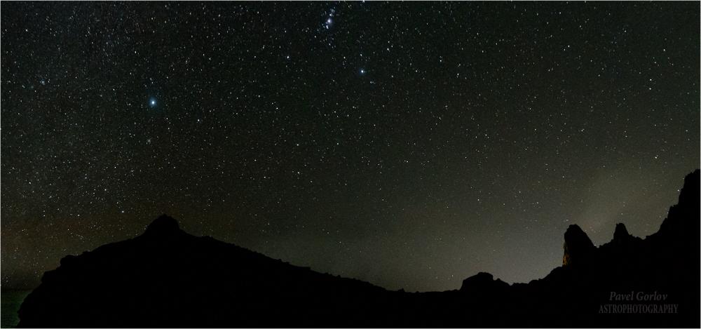 Сириус и нижняя часть созвездия Орион над мысом Капчик, Крым. 2 января 2020г.
