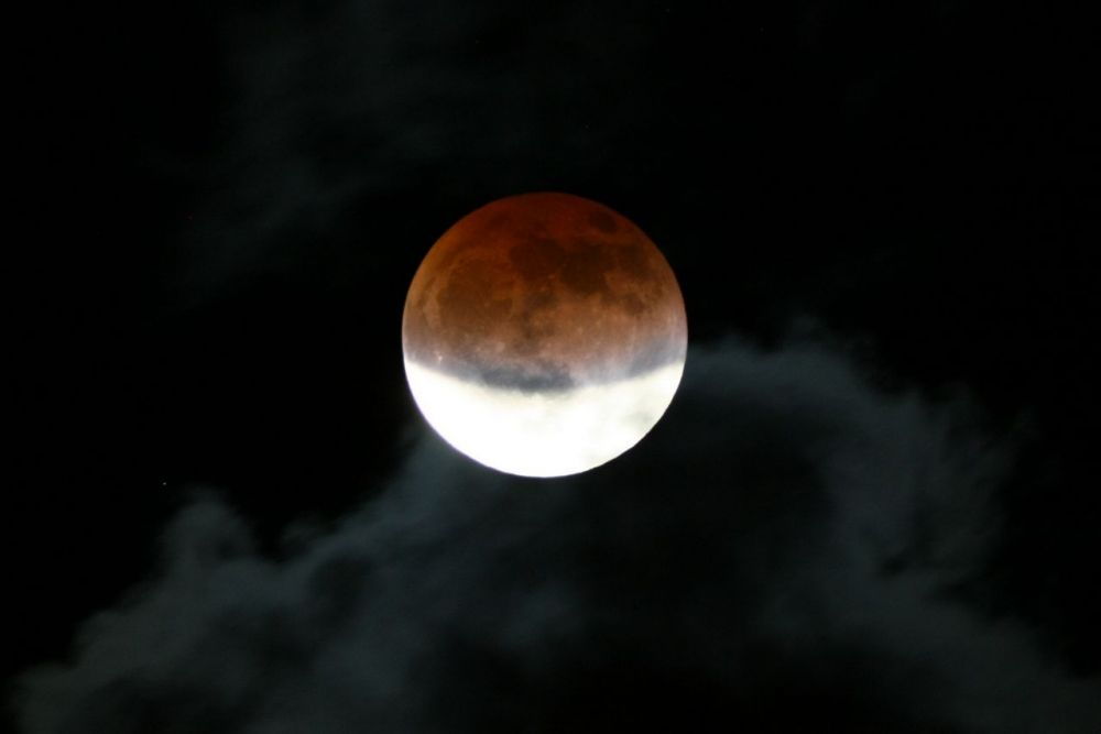 Lunar eclipse, 10 december 2011, 19:28