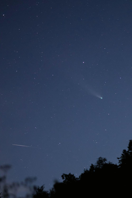 Комета C/2020 F3 NEOWISE и спутник