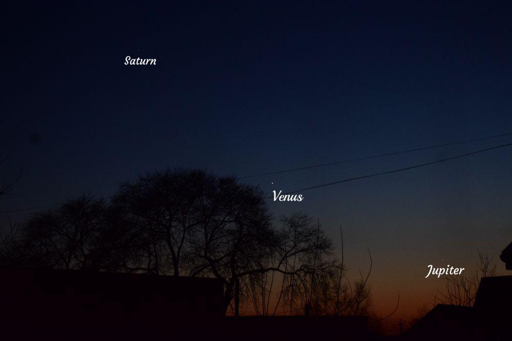 Сатурн, Венера и Юпитер на вечернем небе 3 декабря 2019 года.
