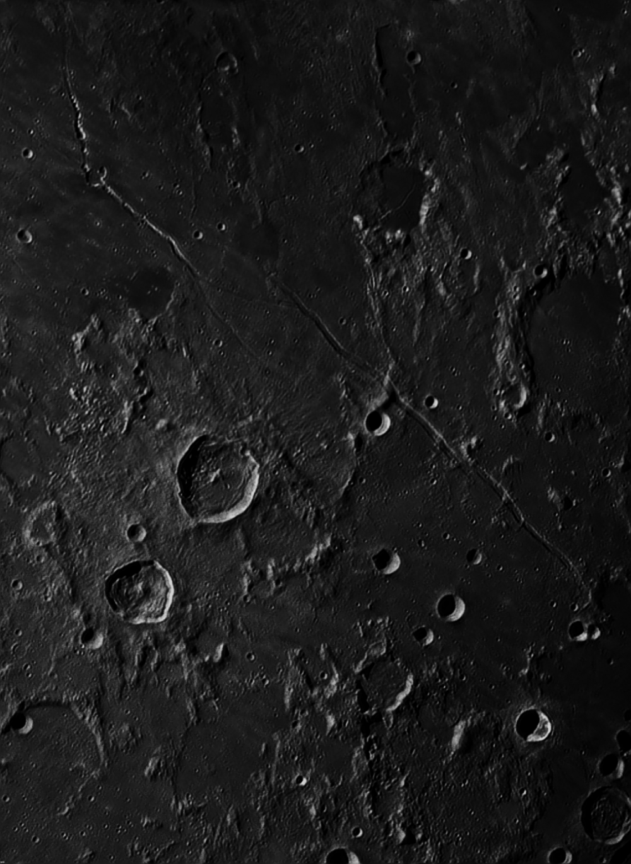 Трещины Гигин и Ариадея (Rima Hyginus, Rima Areadeus) Панорама из двух кадров.