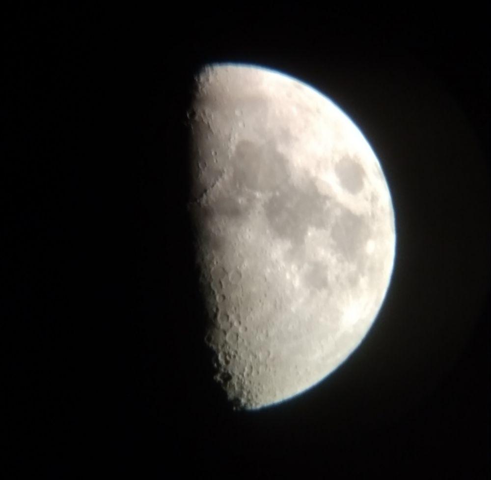 Луна 61%