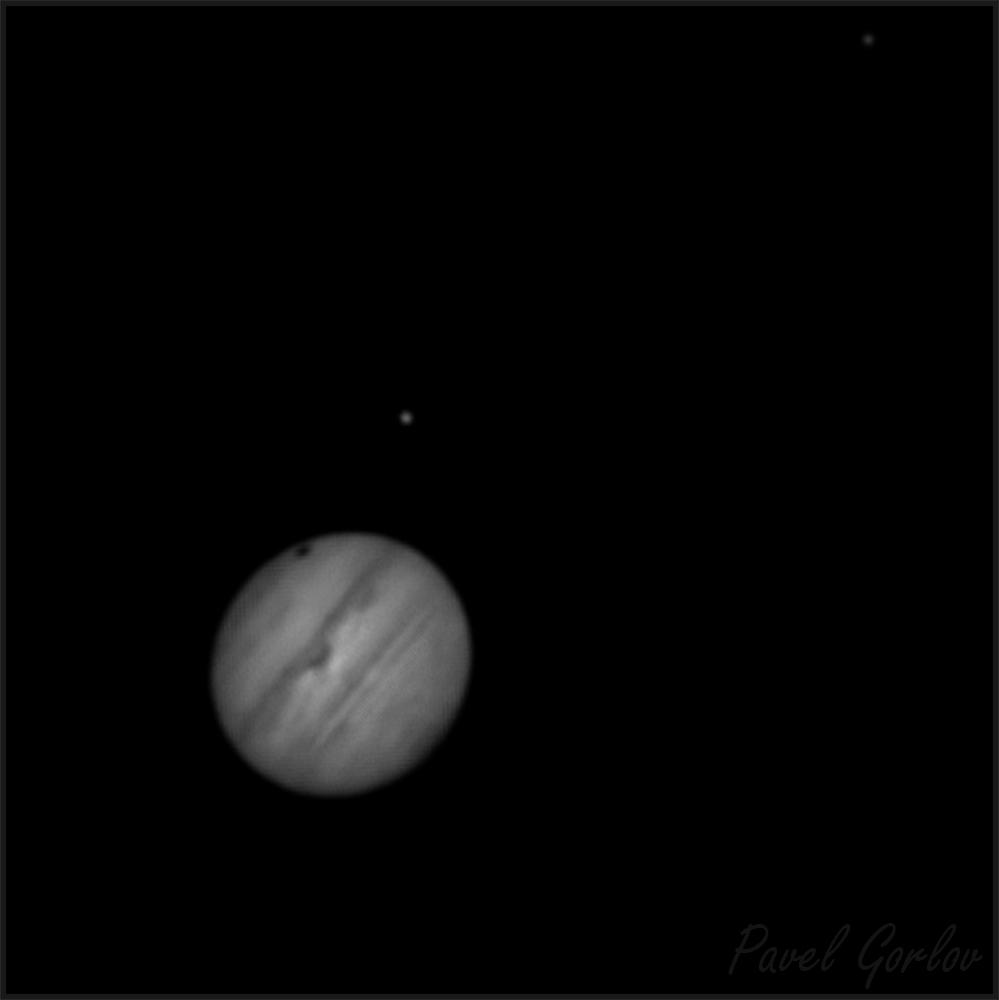 Юпитер, Ганимед (видна его тень на диске планеты) и Ио.