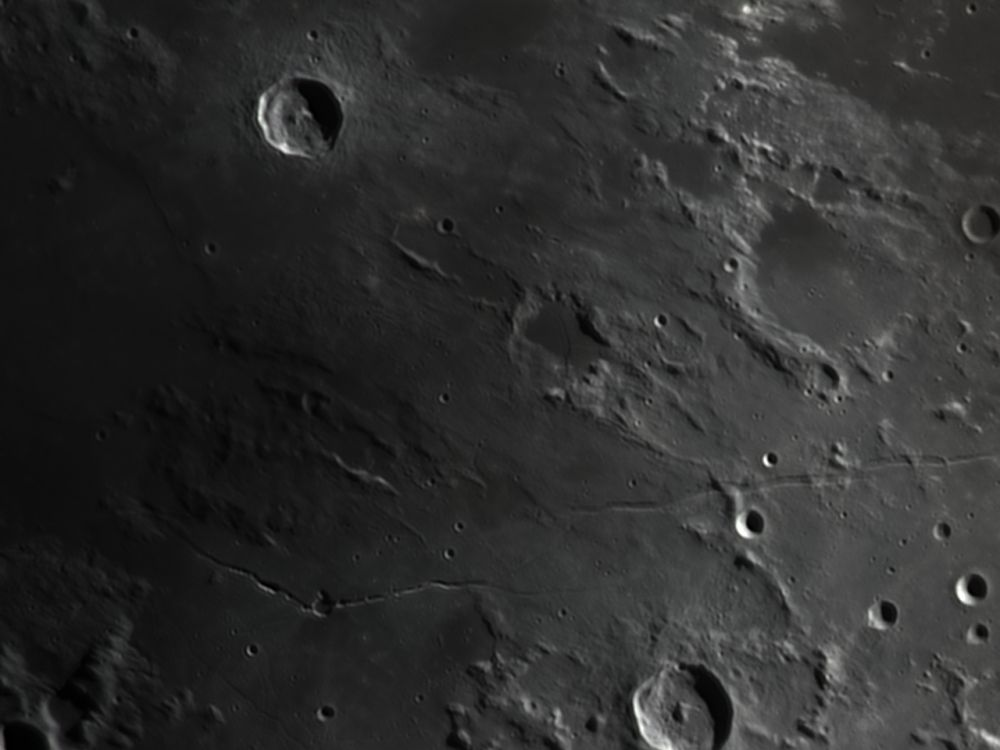 Hyginus, Rima Hyginus, Rima Ariadaeus (26 feb 2015, 19:39)
