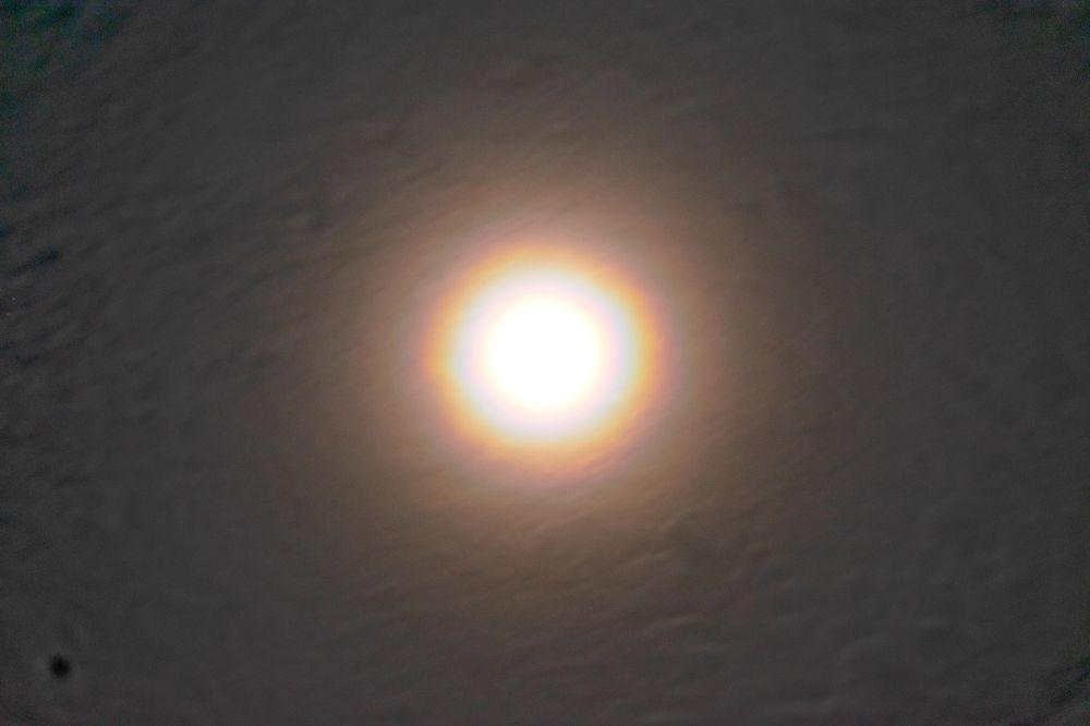Лунное гало в виде радуги