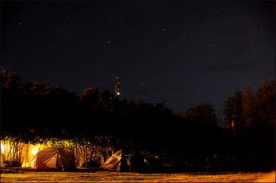 Палатки СтарФеста под звёздным небом Абхазии - астрофотография