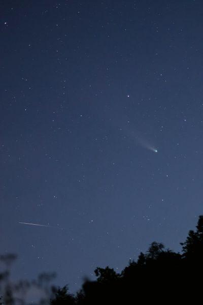 Комета C/2020 F3 NEOWISE и спутник - астрофотография