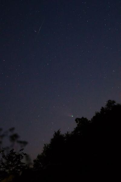 Комета C/2020 F3 NEOWISE 28.07.2020 00:42 МСК и вспышка спутника - астрофотография