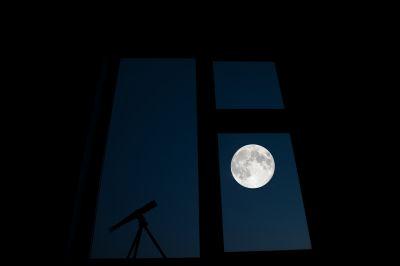 Луна в окошке - астрофотография