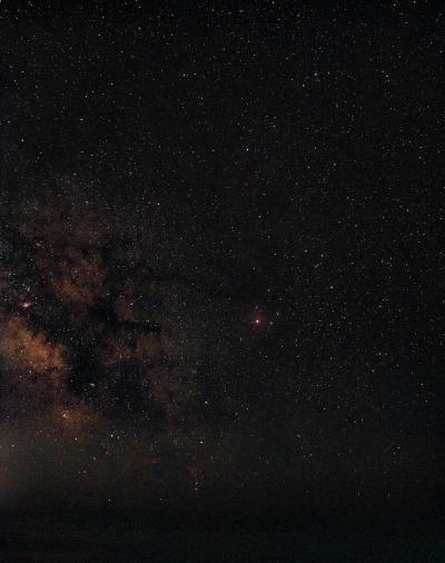 Созвездие Скорпиона над морем - астрофотография