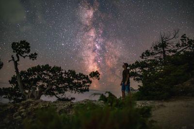 Milky Way & astronomer - астрофотография