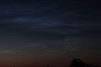 Они появляются ночью - думал про шпионов, а это про серебристые облака. - астрофотография