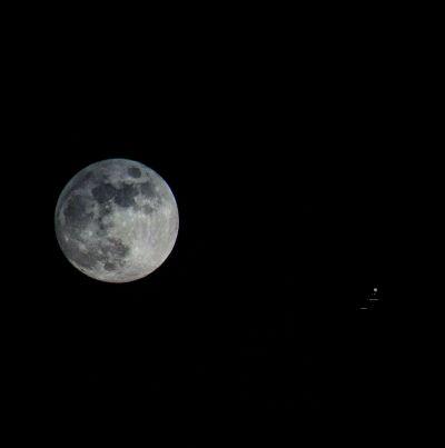 Луна и Юпитер - астрофотография