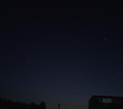 Поезд спутников Starlink - астрофотография