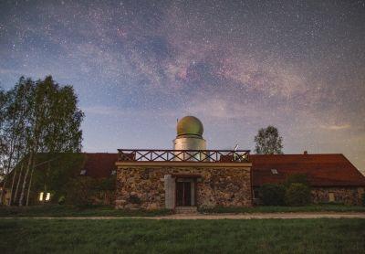 Milky Way & lielzeltiņu observatorija - астрофотография