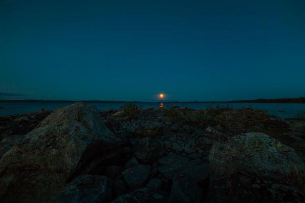 Восход Луны на Колвицком озере - астрофотография
