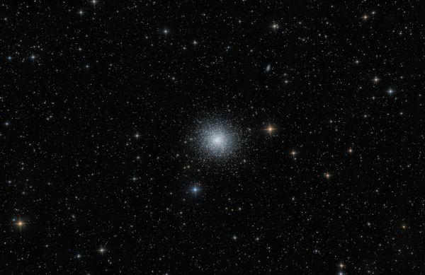 M13 (полный кадр) - астрофотография