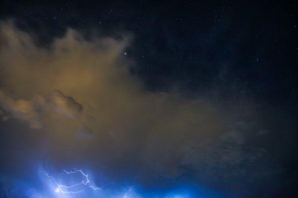 Молния и звезды - астрофотография