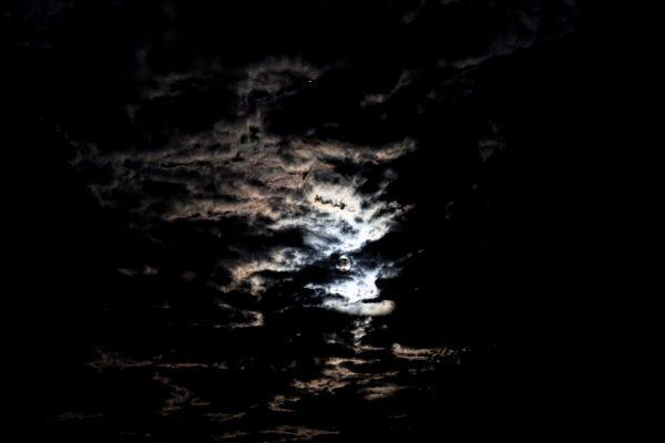 22 08 2021-время 2.56-Юпитер  луна и облака - астрофотография