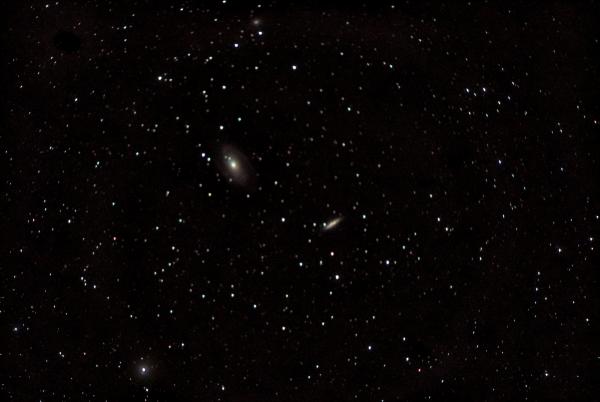Галактики Боде M 81 (слева) и M 82 (справа) и NGC 3077 выше. 12.04.20 - астрофотография