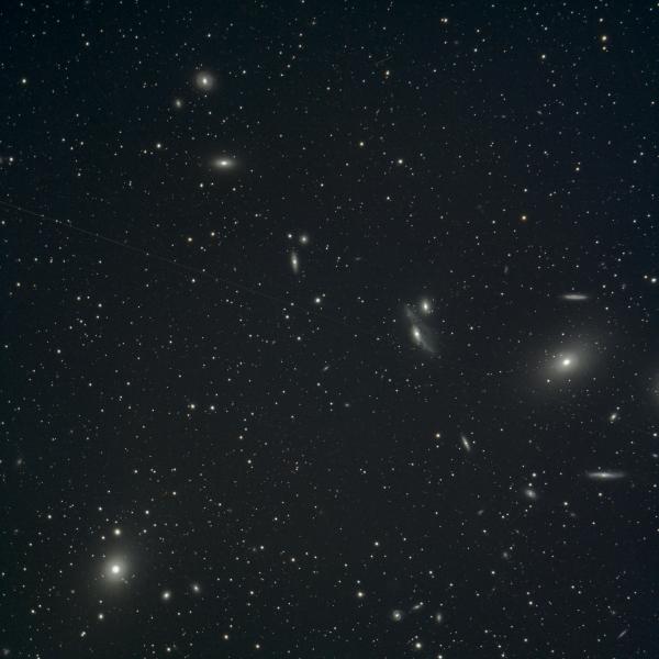 NGC 4438 и окрестности (цепочка Маркаряна) - астрофотография
