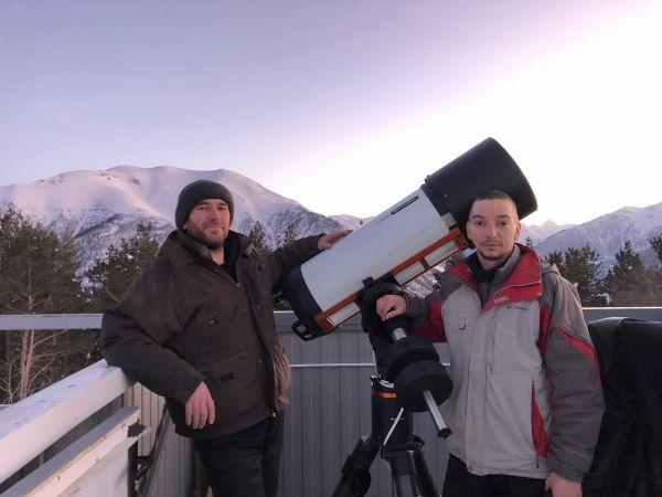Солидные мужчины у солидного телескопа - астрофотография