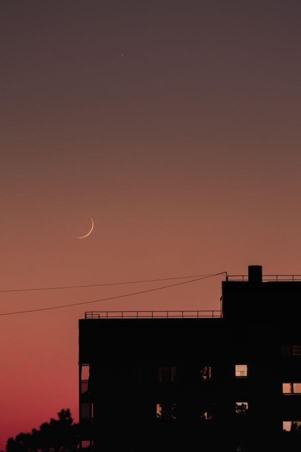 Луна над домиком - астрофотография
