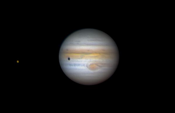 Ганимед и его тень на поверхности Юпитера. Высота 17 градусов. 18.07.2021 - астрофотография