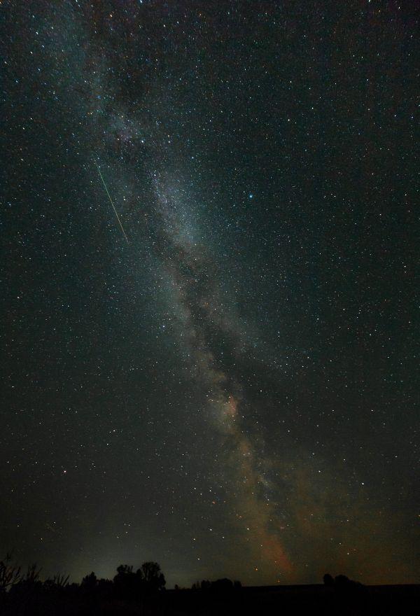 Млечный путь с метеором потока Персеид  - астрофотография
